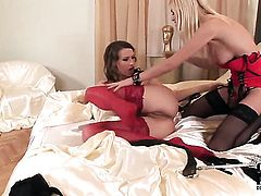 Blonde Jasmine Rouge loves Cindys tongue deep inside her slit