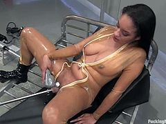 Sexy chick Aliana Love oils her hot body and strokes her nice boobs and hot ass. Then she moves her legs wide apart and gets her vag pounded by a fucking machine.