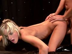 Flexible blondie Courtney Simpson moves her legs wide apart and lets some dude to eat her pussy. Then Courtney does a split and gets her vagina smashed.