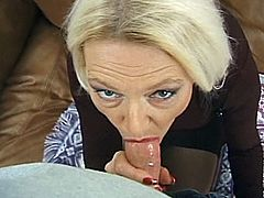 Man, she is so hungry! She gets down on two huge cocks at a time just like she used to do back i 70s or even 60s. Double penetration for a granny.