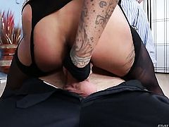 Danny Wylde inserts his sausage in sex crazed Bonnie Rottens bum before she gives headjob