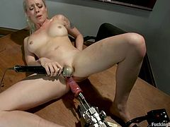 Machine with two dildos are giving Lorelei a DP
