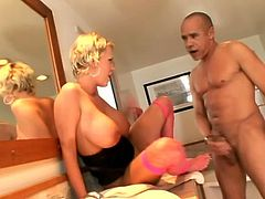Carly Parker fondles her juicy tits and gets her feet licked in the bathroom. Later on she gives a blowjob standing on her knees and gets facialed.