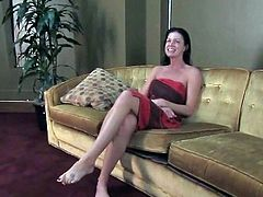 Totally free vids involving India Summer are having More popular as that brunette Darling is spreading that chabr legs real wide...