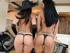 Christina Bella licking Kyra Blacks snatch like it aint no thing in steamy lesbian action