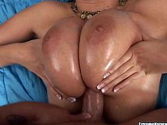 Oil and Thick Curvy Gianna Michaels are an Amazing Combination!!