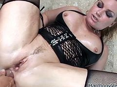 Flower Tucci is a sexy blonde with an amazing ass wearing sensual lingerie. Watch this hardcore scene where this guy's thick cock penetrates her tight asshole.