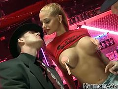 Sophisticated Russian babe is enjoying two hard cocks