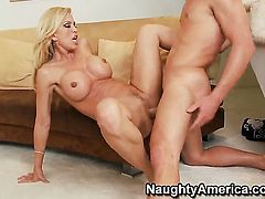 Sex starved gal Amber Lynn gets her love tunnel penetrated by Michael Vegas
