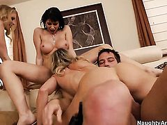 Johnny Castle loves always wet warm fuck hole of Julia Ann with round butt and trimmed beaver