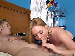 Krissy Lynn gets a pussy stuffing in steamy action with horny man