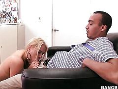Amazingly hot minx Jaime Appelgate does her best to make man cum in tugjob action