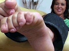 Amanda's Big Feet exposed