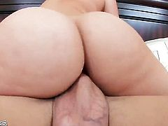 Alexis Texas is ready to suck guys stiff pole day and night