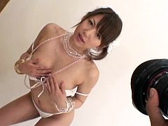 Nude Japanese babe likes to tease by undulating her sexy forms in a hot solo
