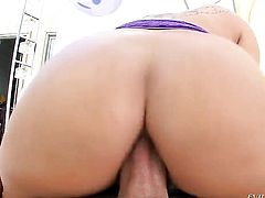 Casey Cumz opens her fuck box to be pumped