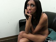 Isabella Pena does her best to make hot guy ejaculate