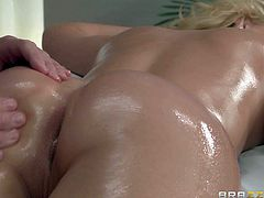Pretty blonde Vanessa Cage gets her perfect ass and her smooth pussy rubbed by skilled masseur Johnny Sins before lovely nude brunette August Ames shows up in the massage room. She loves getting her snatch tongue fucked by hot guy and sweet lesbian chick.