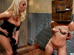 So, here is this sex diva Lorelei Lee, who is going to torture that candy girl Remy LaCroix! She ties her up and makes her feel so damn fucked!