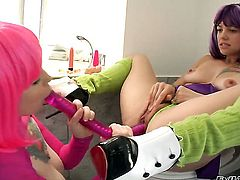 Misti Dawn cant live a day without taking Belladonnas tongue in her hole in girl-on-girl action