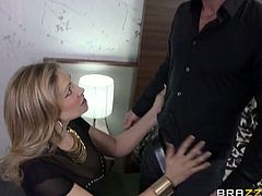 Brazzers Network brings you a hell of a free porn video where you can see how two blonde and brunette sluts share a hard cock while assuming very interesting poses. Anita Bellini, Vittoria Risi & Mike Angelo wanna party hard!