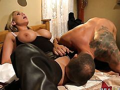 Alanah Rae shows her love for vagina stuffing in insane hardcoreaction with Nacho Vidal