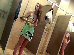 Hot chicks are posing in their towels