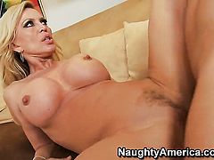 Michael Vegas makes his hard love torpedo disappear in amazing Amber Lynns snatch