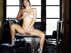 Heather Vandeven spreads her legs to fuck herself, take dildo in her eager slit