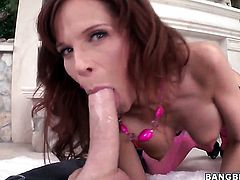 Syren De Mer with juicy ass loves getting her pretty face jizzed on