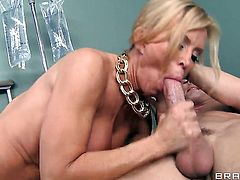 Johnny Sins enjoys cute Amber Lynns wet hole in hardcore sex action