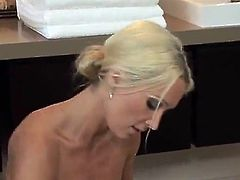 Sixty-Nine movement nearly the Spicy Blonde Masseuse