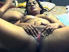 Amateur babe likes having her guy playing nasty with that wet cunt
