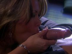 Superb MILF gives pleasurable blowjob to her man. Then this hottie gets banged hard in close-up scenes. In then end Sienna gets her face cum covered.