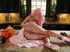So, here is her weird costume and she doesn't want to go to the party without having masturbated her sweet vagina. Enjoy the solo porn.