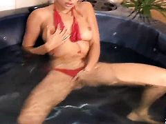 Bodacious hooker Regina Ice spends time rubbing her slit