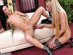 Blonde Donna Bell wants Honey Demon to lick her bush forever