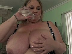 Enjoy serious pussy masturbation with fat chick with amazing boobs