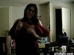 Four-eyed Indian chick is fresh out the shower. She takes off the towel exposing her sexy curvy body for camera. She puts her underwear moving her body seductively.