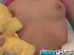 This French girlfriend strips off her clothes and uses her stuffed toys to rub her body. She uses a duck for her perky tits and another one for her shaven pussy.