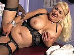 Big black cock is something that she loves and today she will be getting it from her therapist. Dana Hayes is this mature and she enjoys her time.