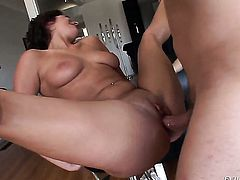 Nicole Ray enjoys Mark Ashleys meat pole in her mouth in crazy oral action