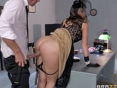 Elegant woman Chanel Preston pays a visit to detective Johnny Sins. His big cock is what she wants from him. She sucks his long stiff dick and then gets her wet pussy penetrated. Watch lady in black get heavily fucked!