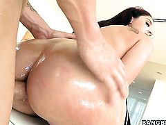Sheena Ryder with bubbly booty gags on dudes hard dick