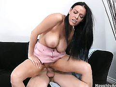 Chris Johnson gets pleasure from fucking Vanilla DeVille with round ass in her wet spot