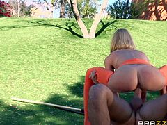 Sporty Erica Fontes fucking in the park