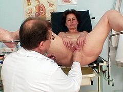 Watch mature Ivana as she feels the pussy stretching perfectly