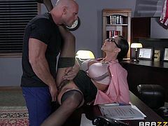 Johnny has been a bad boy so he ended up in prison, a prison were the warden is a woman, and a damn hot one too! Ariella rules this place and she decides the fate of her inmates. Johnny is a special guy for her so she will give him a privilege! She gives him the chance to redeem by fucking her pussy deep & hard!