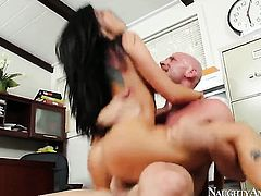 Johnny Sins makes scream and shout with his rock solid love stick in her slit