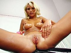 Horn-mad and mesmerizing blond head playing with her sex toys